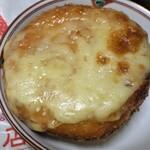 スープカリー 奥芝商店 - 北海道バターのマイルドチキンカレーパン540円