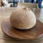 スペッロ - 自家製パン