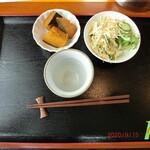 ばじ公園八番 - セットの小鉢とサラダ