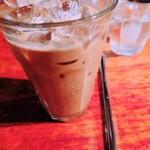 トムズカフェ - アイスコーヒー(¥500) 氷たくさんでひんやりしてます。