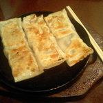 1367130 - 鉄板焼き棒餃子