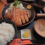 とんかつ とん平 - ジャンボロースかつ定食1,090円