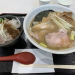 麺処 景虎 ほん田  - 料理写真:特製煮干白湯ラーメンとローストポーク丼ハーフ