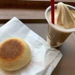 ベッカライ徳多朗 - 豆のカレーパン(コーングリッツ)、アフォガード