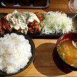 キッシーの鶏からあげ - チキン南蛮風唐揚げ定食レギュラーサイズ 850円+税(税込935円)