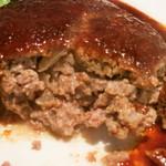 ウチョウテン - ハンバーグを割ったら、肉汁がジュワァっと。