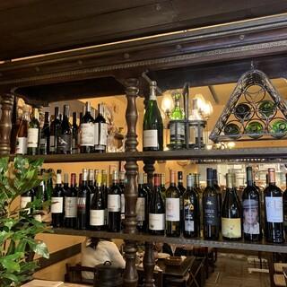 スペインの土着葡萄品種を使った50種類以上の厳選ワイン