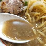 金龍 - 混濁したスープに背脂と魚粉。