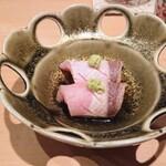 鮨 とかみ - ぶりに辛味大根を挟み、ポン酢で
