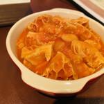 三笠バル - お通し トリッパのトマト煮