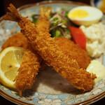 武馬 - エビフライと肉じゃがコロッケとクリームコロッケ定食