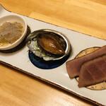 寿司・懐石處 やなぎ - 静岡県御前崎産生シラス トコブシ 自家製鮪スモーク