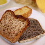 13675681 - 自家製パン(黒胡麻、クルミ)、フォカッチャ