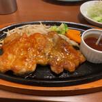 レストラン八白 - 料理写真:ガーリックライスとポークチャップ