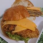 136750186 - ペッパーズチーズ入りジューシーメンチカツサンド