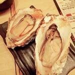 海鮮炭焼処とら太 - 厚岸生牡蠣の燻製