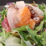 海鮮ユッケサラダ