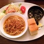 ユニコーン - タコのラグートマトソース