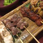 闘鶏 - 焼き鳥お任せ6本 970円は少し高いが、納得の味