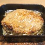 東京オーブン - メニュー写真とは全く異なる1/3サイズのぺったんこハンバーグ