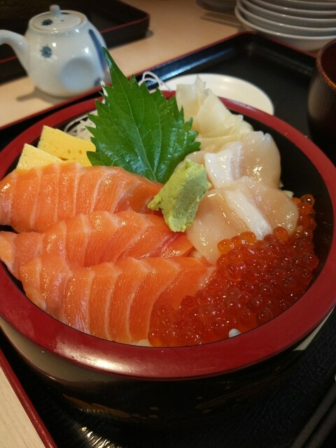 寿司酒場 まぐろ人 国分寺店の料理の写真