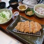 大戸屋 - 四元豚のロースかつ定食