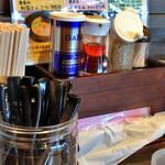 本格豚骨ラーメン 恵壱 - 卓上調味料など。