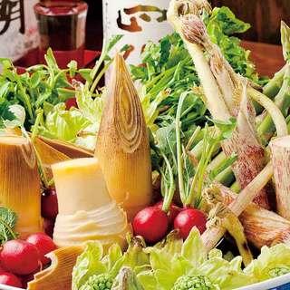 季節の野菜や山菜を使った料理が人気です。