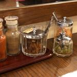 BENGAL - 福神漬け、玉葱のアチャール、ハラペーニョ、スパイス数種