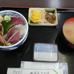 うろこいち - ちらし丼1300円