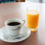 サンパーラー - ドリンク写真:オレンジジュースとコーヒー