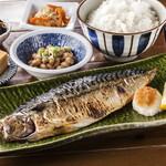越田商店の焼き鯖定食