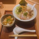 Koshimbou - ♦︎肉玉辛らぁめん    1,050 ♦︎本日の炊きこみごはん 230