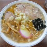 チーナン食堂 - 人気のラーメン650円
