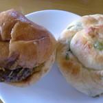 13683495 - ビーフハンバーグ お豆のパン