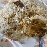 ハラールフードマルハバ - カレーはジワリジワリと辛さの伝わるカレーでだんだん汗が止まらない位あふれ出して来ました