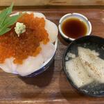 松寿し - 帆立がイクラに支配されている… 碗はカレイのあら汁。