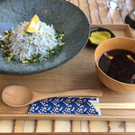 Shirasushokudoujakoyananadaimeyamari - しらす丼