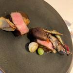 136848209 - イベリコ豚のロースト 最近いただいた豚のローストの中で一番美味しかった。 食感がほどよくあり、お肉の味が濃いんです。 量もたっぷりあり、骨付きはかぶりつきました。