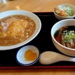 キョンキョン - 料理写真:飯セット  ( 天津飯&ハーフラーメン しょうゆ )