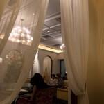 ロイヤルクリスタルカフェ - 個室から店内の眺め