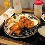 136852551 - ザンギ&焼き餃子定食 ¥850                       *なめたけおろし                       *サラダタケノコ塩味                       小鉢2種、あさり汁付き                       (キャベツ・ライスおかわり無料)