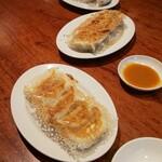 東京餃子軒 - 料理写真:単品餃子は5つ♪セットは3つ♪