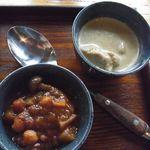 アサンテ・サーナ - ハーフカレー(ココナツチキン&豆野菜 \840)