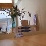エーシーヤンソンテーブル - すっきりして明るいです!