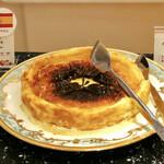 グランサンク - 情熱の国スペイン バスクチーズケーキ@中がとろけるタイプではないけどじゅんわり美味しいベイクドチーズ
