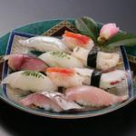 幸兵衛寿司 - メニュー写真:地物にぎり3,800円 観光のお客様に人気の地物ネタ10貫。