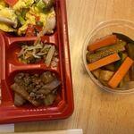 一品香 - 牛肉とごぼうの炒め物、そして100円惣菜は野菜の煮込みでした。