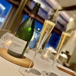 ESqUISSE - シャンパンでカンパーイ ♫