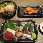 koshitsugyuutankaisennomihoudaitouhokushouten - 秋野菜とベーコンの和風サラダ、刺身5種盛り、骨付肉の燻製。     2020.09.18